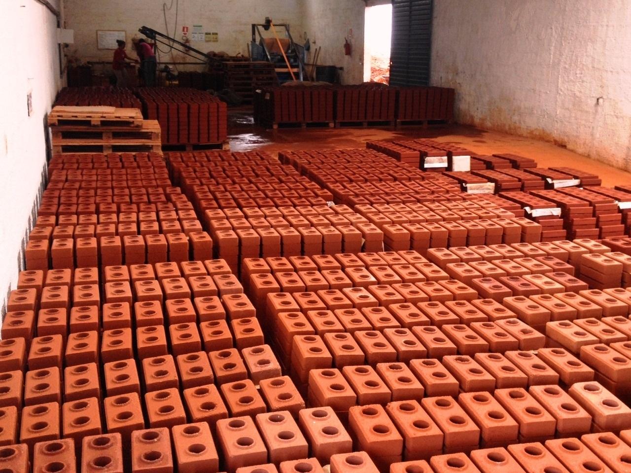 Fábrica de tijolos ecológicos em Cambuquira - MG - interna